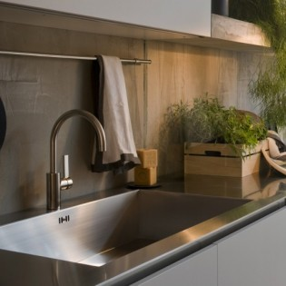 Stainless steel countertop. Contemporary Italian Kitchen Designs from Arclinea